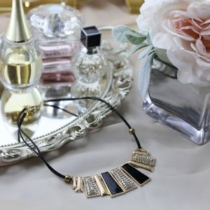 Jewelry - Retro Style Necklace